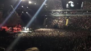 Парень на концерте Басты делает предложение своей девушке. Питер