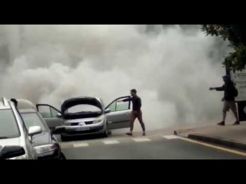 Un coche provoca una importante humareda en una céntrica calle de Santander