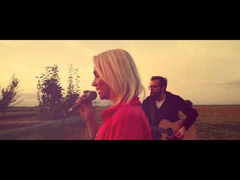 LET´S JUST DANCE (Acoustic Live Version) // Ramona Nerra