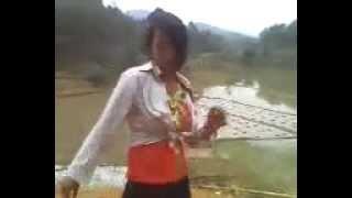 Phim Viet Nam | Thôn nữ nhảy nhạc sàn trên... bờ mương hatinh24h.org.vn | Thon nu nhay nhac san tren... bo muong hatinh24h.org.vn