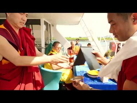Fish Liberation by His Holiness the 70th Jekhenpo Truelku Jigme Choeda in Singapore 2014