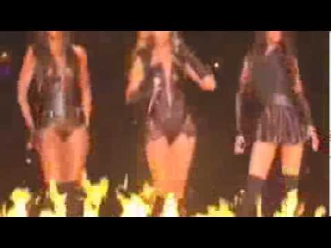Beyonce Superbowl Halftime Show - (Kelly Rowland & Michelle Williams Of Destiny's Child)