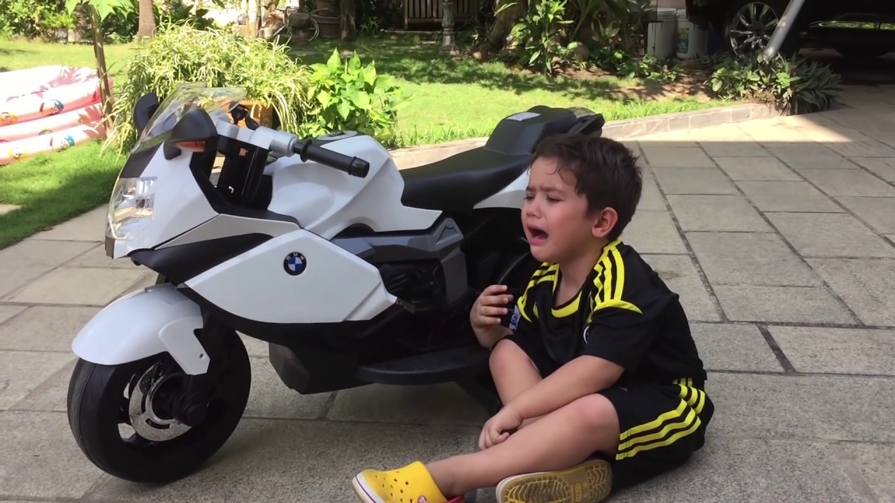 bé shumo lần đầu cưỡi motor adventure of the first time bike rider