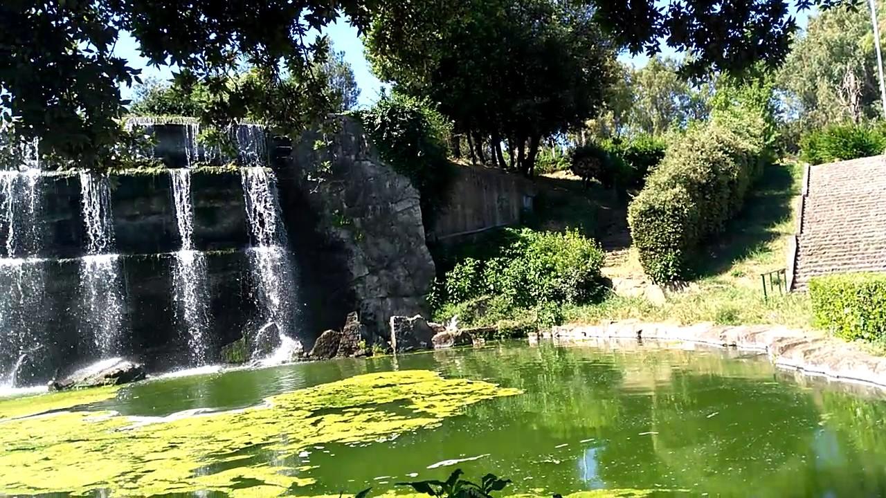 Cascate da giardino in vetroresina for Laghetto giardino vetroresina