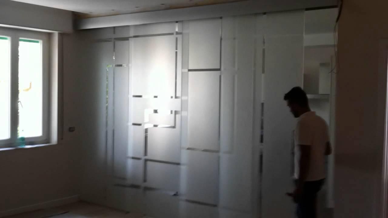 Pareti Di Vetro Scorrevoli : Porta scorrevole vetro a trascinamento tecnovetro matera youtube