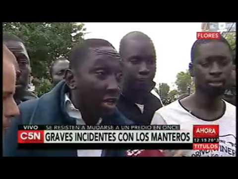 Manteros inmigrantes en Flores - Buenos Aires