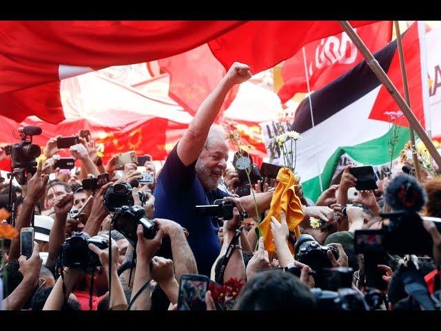 Lula se entrega para cumplir su arrestro