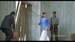 aankhen top scenes   vishwas has a sixth sense   akshay kumar   amitabh bachchan