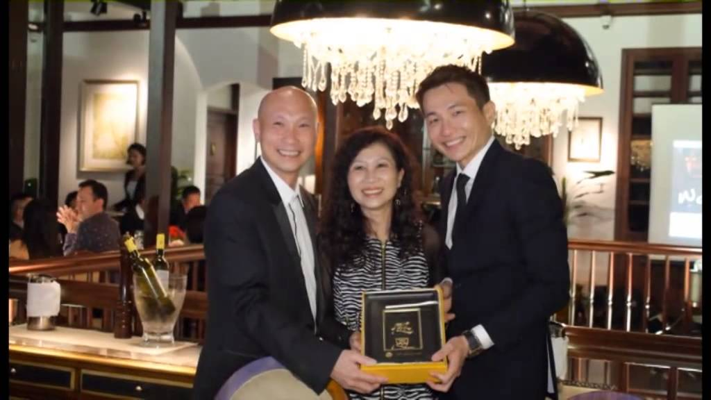 Francis Peh 10th Anniversary Dinner: Door Gift Presentation