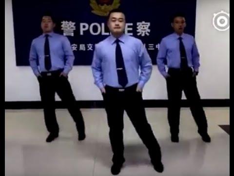 Tez Cadey - Seve China Traffic Pollice 高速交警也时尚!《seve》鬼步舞动起来!