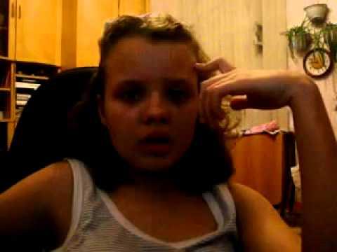 Маленькая девочка перед вебкой дома 1 фотография
