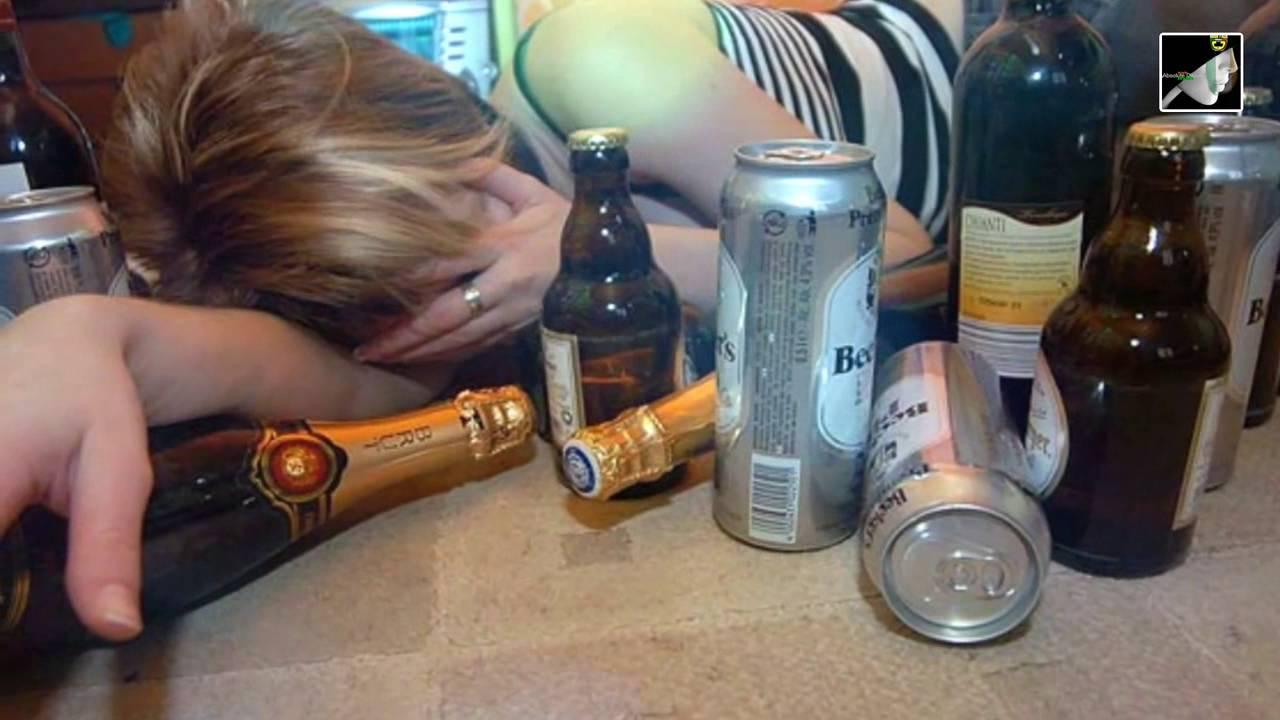 Смазал секс пьяной девушки с пивной бутылкой видео порно сквиртинг