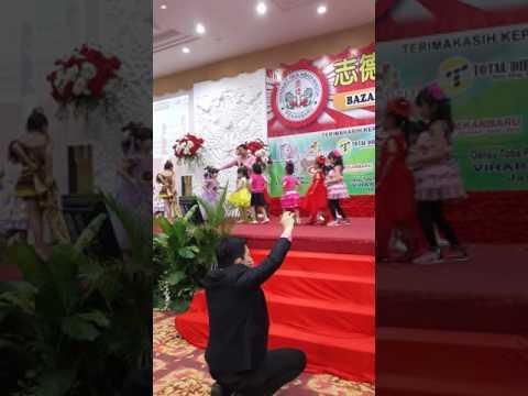 Acara Bazar Amal Vihara Cahaya Abadi Fashion Show Mewarnai Hotel