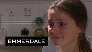 Video Emmerdale - Sarah Is Taken Away for Surgery download MP3, 3GP, MP4, WEBM, AVI, FLV Oktober 2018