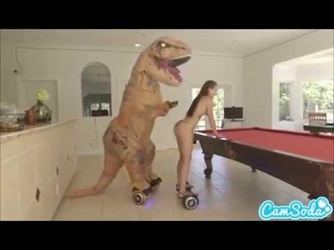 teen latina step sister chased by lesbian loving TREX on a hoverboardKaynak: YouTube · Süre: 2 dakika44 saniye