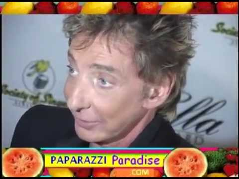 BARRY MANILOW shows off his amazing facelift Mp3