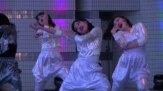 渋谷で女子高生が超かっこいいダンスを披露!