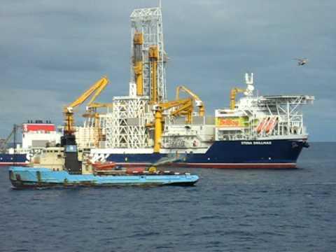 Vessels working around a drillship