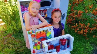 Pretend Play Food Cooking Competition with Cute Kitchen Kid Toys / Viki Mari Lizzy Tube