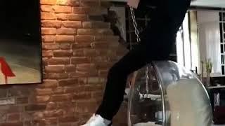Дима Билан катается дома на подвесном кресле под песню Miley Cyrus - Wrecking Ball