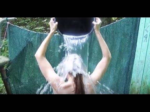 Оля купается холодной воде