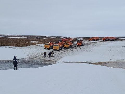 Десятки грузовиков пытаются добраться до Мессояхского месторождения по закрытому зимнику