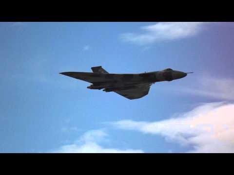 Vulcan XH558 High Speed pass, Rhyl Air Show 2015