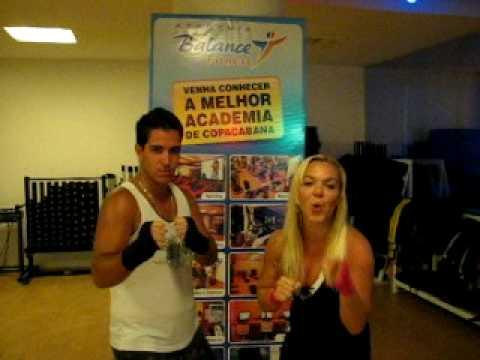001 Venha experimentar Body Combat com a Prof. Kelly Kathryn - ACADEMIA BALANCE FITNESS
