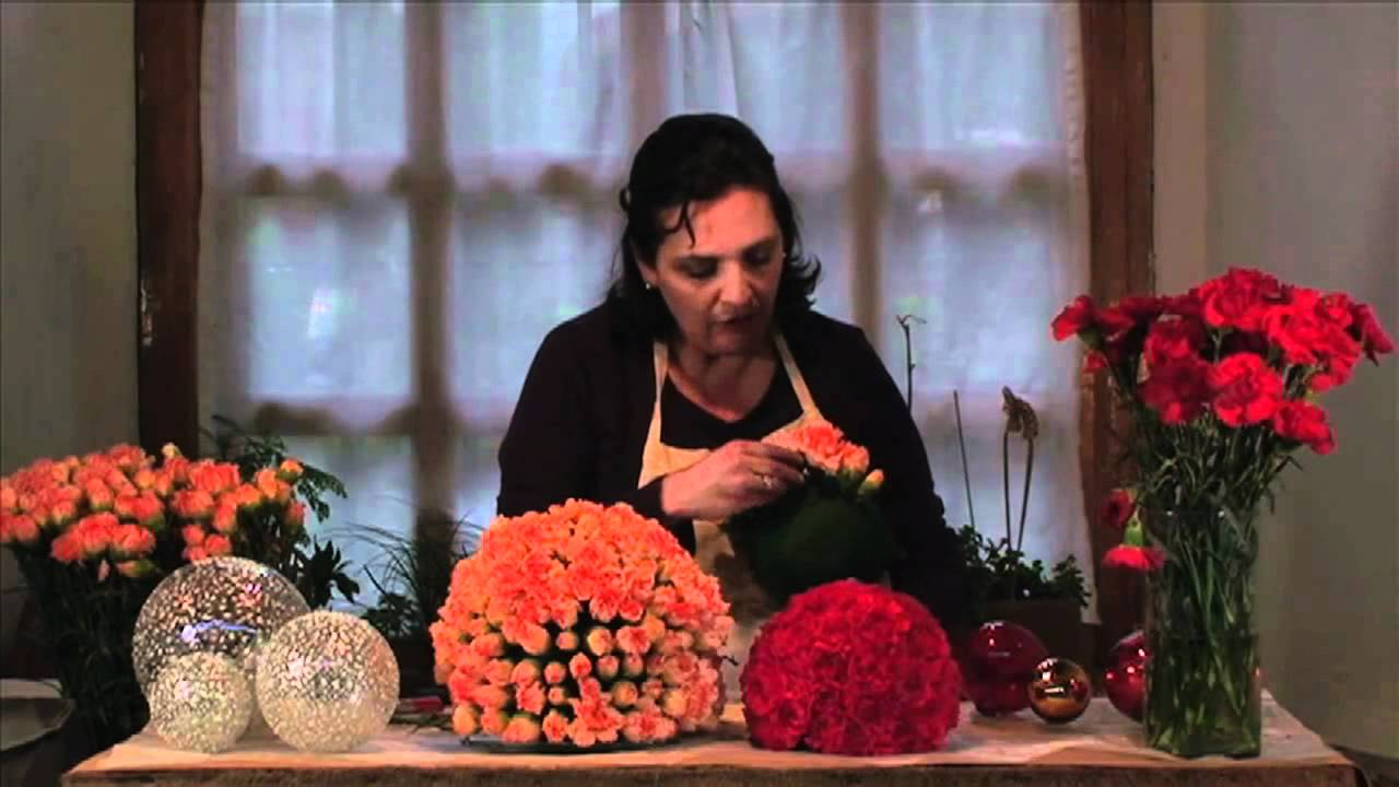 Como hacer un arreglo de esferas de flores youtube - Hacer un centro de flores ...