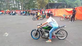 Download Video FULL HD Drag bike malang setting motor di padock adi tuyul 72 MP3 3GP MP4