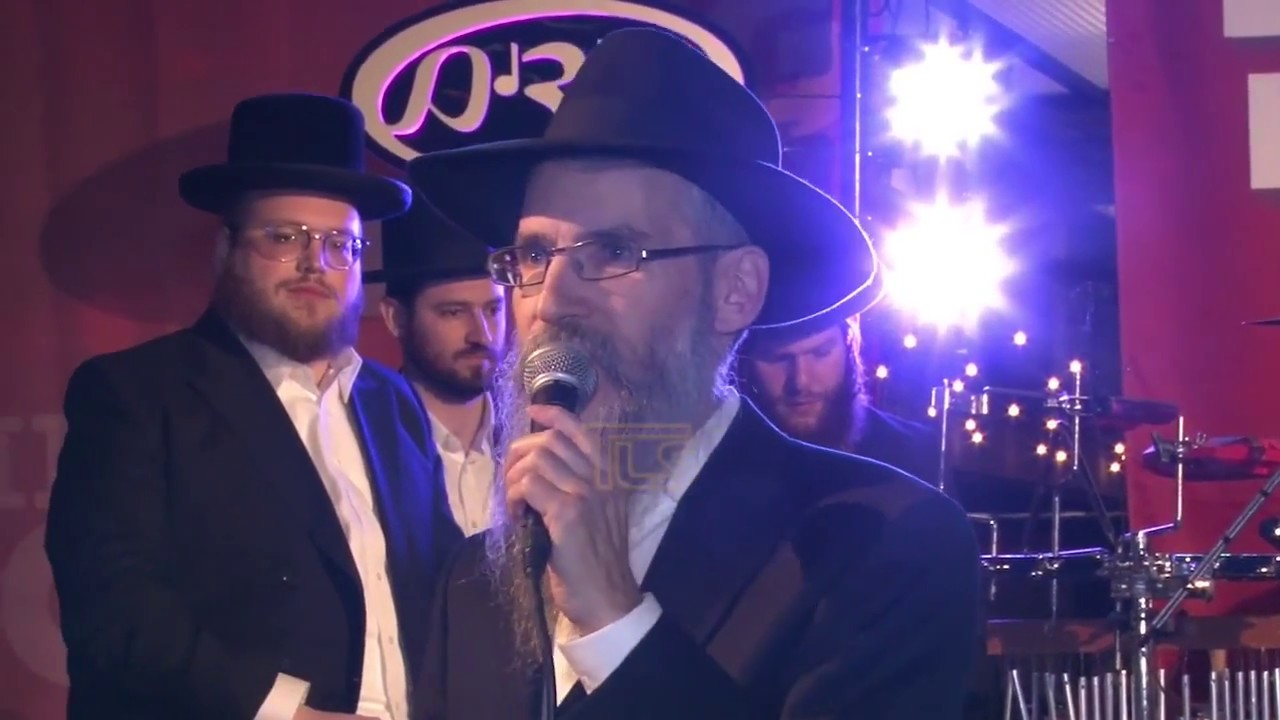 Avraham Fried performs at the Lakewood Hatzolah BiG Campaign