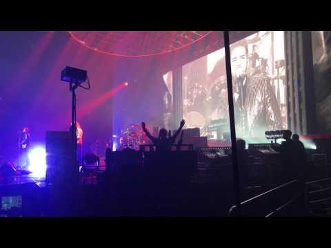 """Queen + Adam Lambert - """"Radio Ga Ga"""" - Quicken Loans Arena, Cleveland, Ohio 7/21/17"""