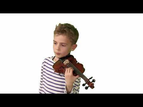Pascal (7 Jahre) erklärt die Geige