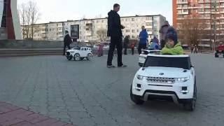 электромобиль RANGE ROVER EVOQUE(малыш за рулём электромобиля RANGE ROVER EVOQUE., 2016-04-09T19:38:41.000Z)