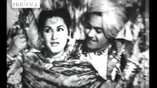 Rut Aayi Suhani Hai - Gaon Ki Gori (1945) - Old Bollywood Classical Songs