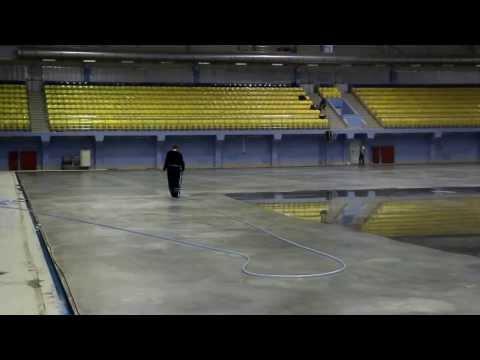 В ледовом дворце Волга-Спорт-Арена заливают лед