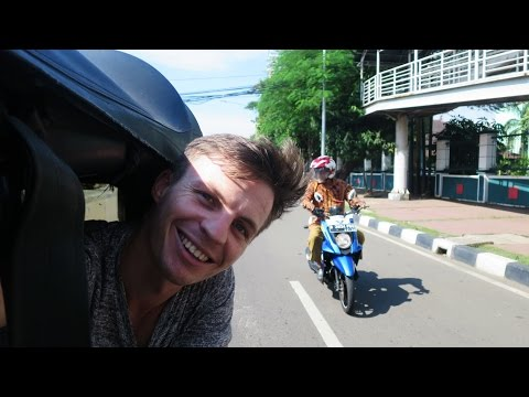 My First Bajaj Ride! (Exploring Pasar Baru, Jakarta)