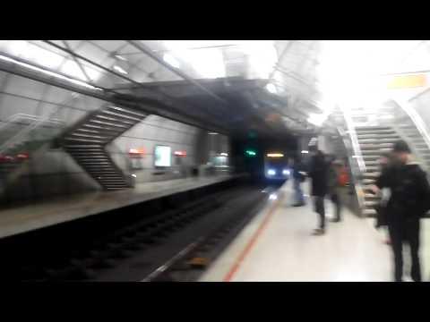 Metro Bilbao UT-609 a su paso por Ariz