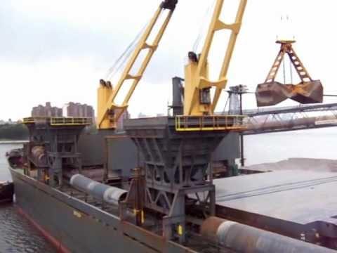 "Drybulk ship ""Alice Oldendorff"" at Brooklyn Navy Yard Basin"