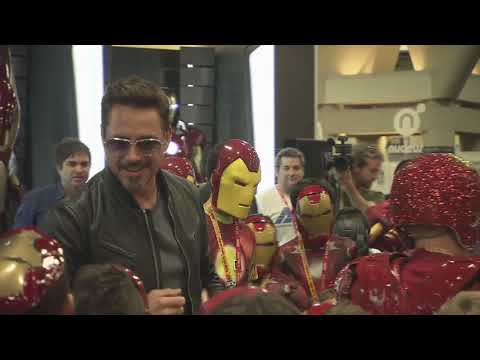 Robert Downey Jr. Crashes a Kids Iron Man Costume Contest at Comic-Con 2012