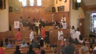 Family that Prays Praise Dance Tyler Perry