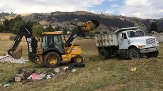 carga y descarga de mejora para la siembra. Joquicingo, Edo Mex. www.relrentals.com