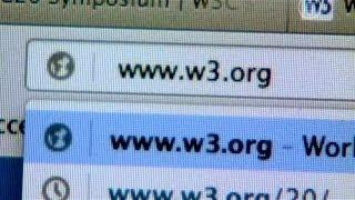 Heartbleed угрожает интернет-безопасности мира (новости)(http://www.ntdtv.ru Heartbleed угрожает интернет-безопасности мира. Серьезный дефект интернет-протокола OpenSSL мог стать..., 2014-04-11T09:41:49.000Z)