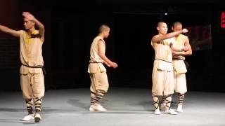 Монах Шаолиня творит чудеса