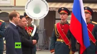 Graban a Kim Jong-Un sobre una alfombra roja en Vladivostok