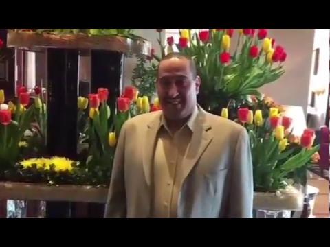 الشيخ فيصل الحمود يشارك بحفل زواج لأبن أحد أصدقائه بالخارج ملبياً الدعوة بزيارة سريعة لعدة سويعات وهذا هو التواصل والوفاء بين الرجال