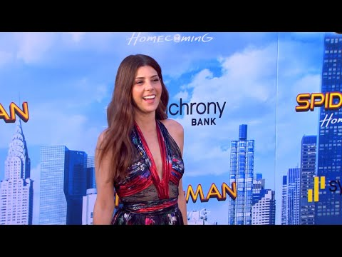 Marisa Tomei Steals the  as a MuchYounger Aunt May in 'SpiderMan'