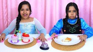 السا و آنا يلعبوا لعبة المطعم !! elsa & anna pretend play restaurant