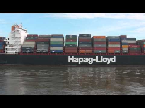 Containership Hapag-lloyd Budapest Express