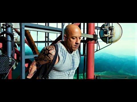 """Сцена из фильма """"Три икса: Мировое господство"""" Ксандер Кейдж ворует ретранслятор."""